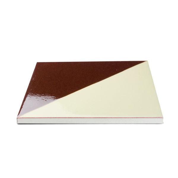 baldosa-ceramica-cartabón-marron-oscuro-blanca-detalle-BLC-008-15x15-ceramica-a-mano-alzada