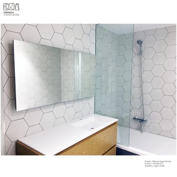 Hexagono-ceramico-blanco-mate-ambiente2-20x23-HC20-R10-C3-ceramica-a-mano-alzada