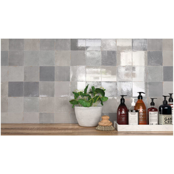 Zellige-ceramico-gris-ambiente-02-ceramica-a-mano-alzada