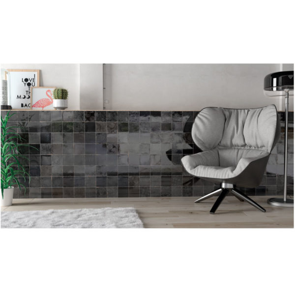 Zellige-ceramico-negro-ambiente-03-ceramica-a-mano-alzada