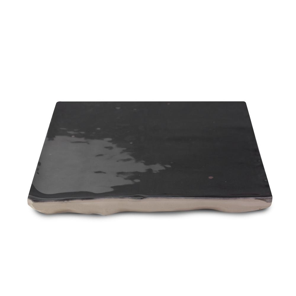 Zellige ceramico negro detalle ceramica a mano alzada