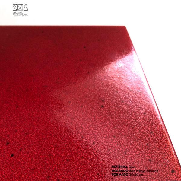pavimento gres rojo intenso 20x20 detalle ceramica a mano alzada