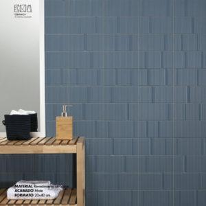 relieve ceramico lineas suaves azul oscuro revestimiento ceramica a mano alzada